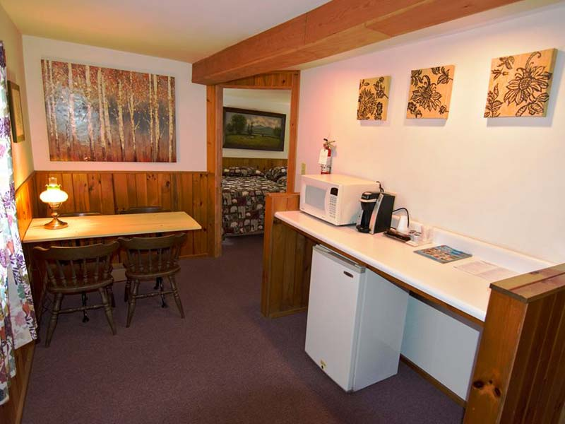 Budget Friendly Efficiency Motel Room close to Lake George